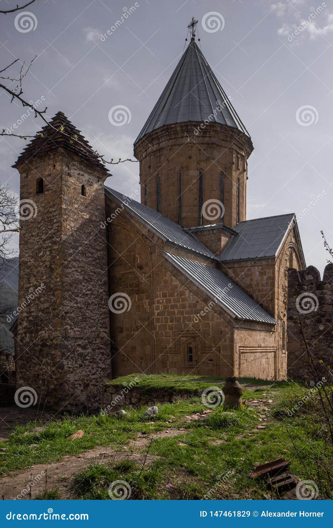 Oude orthodoxe kapel met blauw dak
