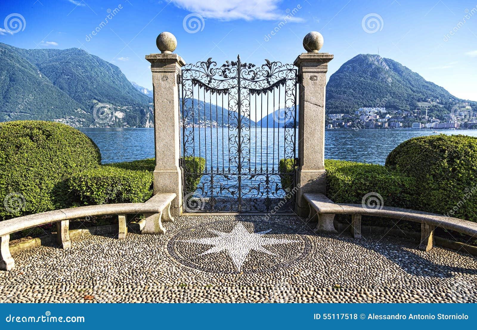 Oude poort van Ciani-Park