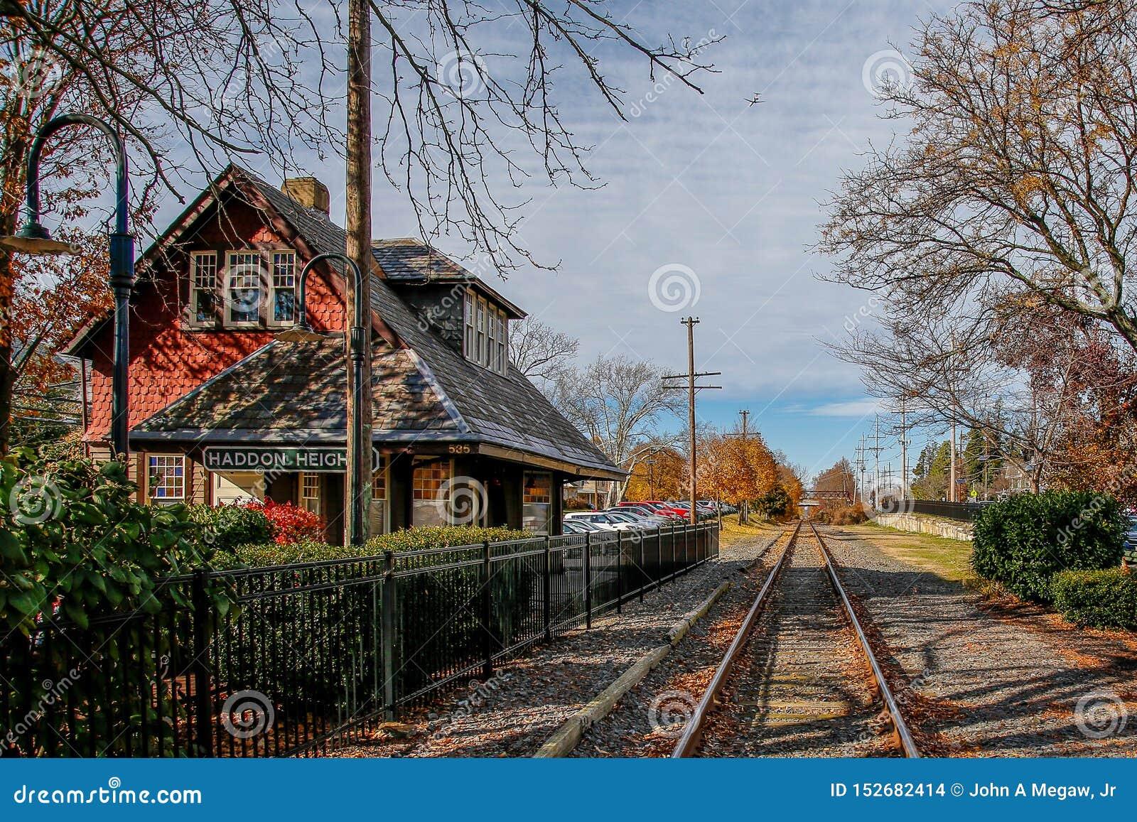 Oude spoorwegpost en sporen, Haddon-Hoogten, New Jersey