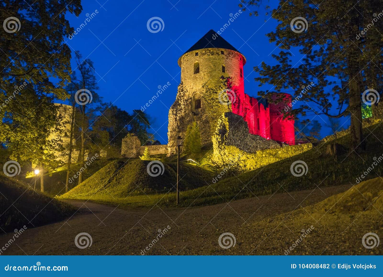 Oude stad, stad, kasteelpark in Cesis, Letland 2014