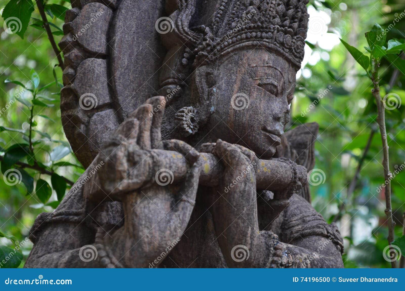 Oude standbeelden van tempel