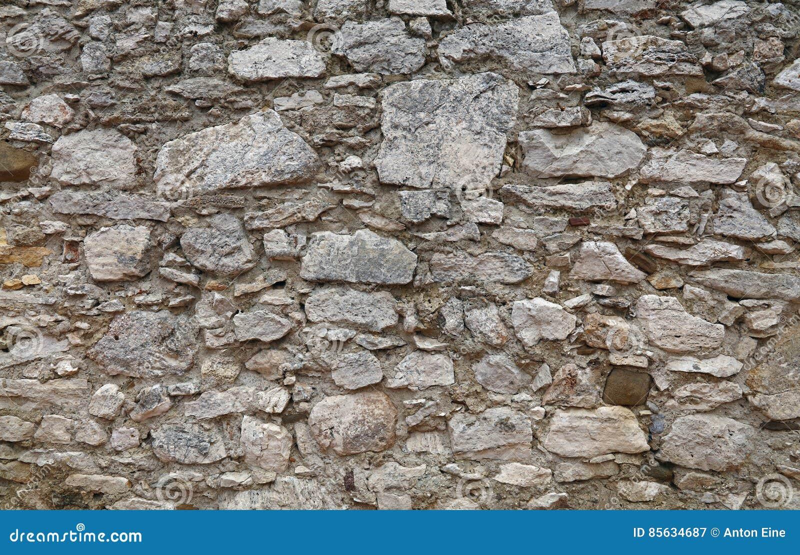 Oude steen gelaagde muur van vesting of kasteel