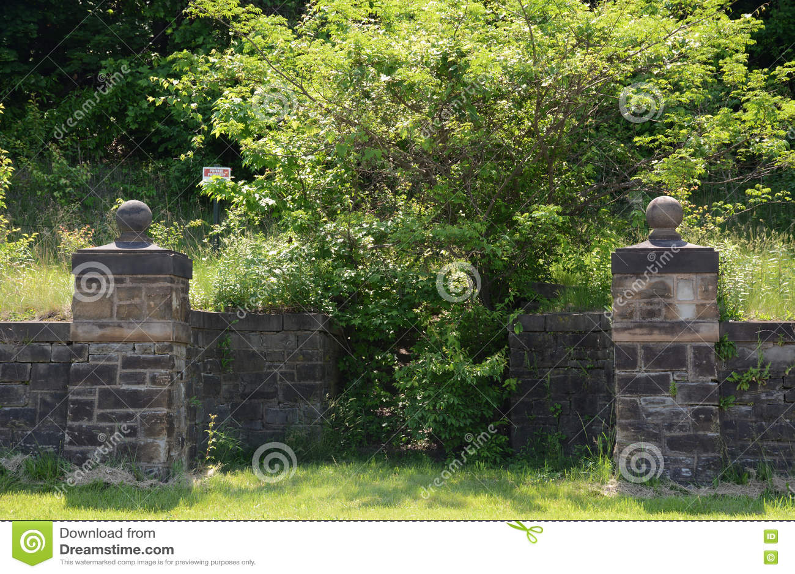 Oude steeningang