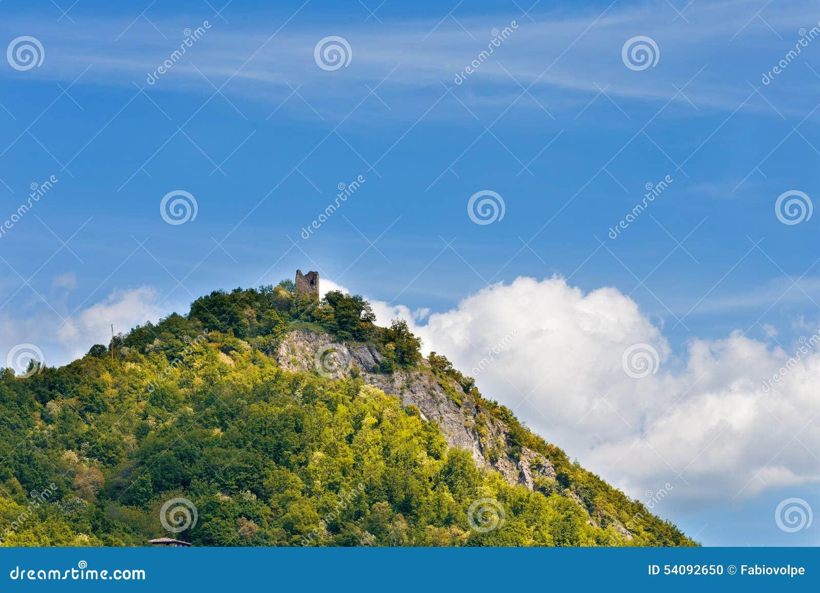 Oude toren op de heuvel