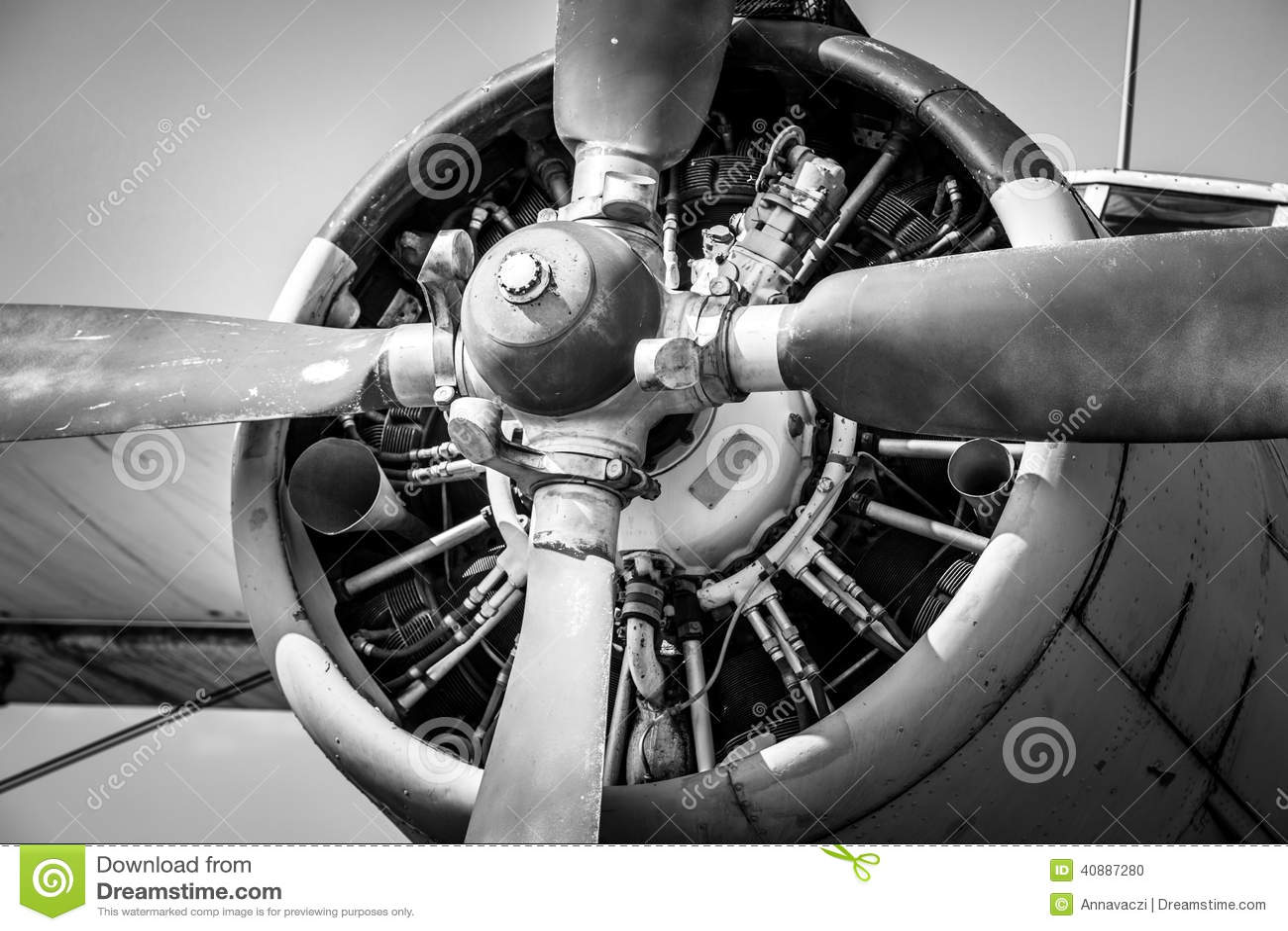 Oude uitstekende straalmotor