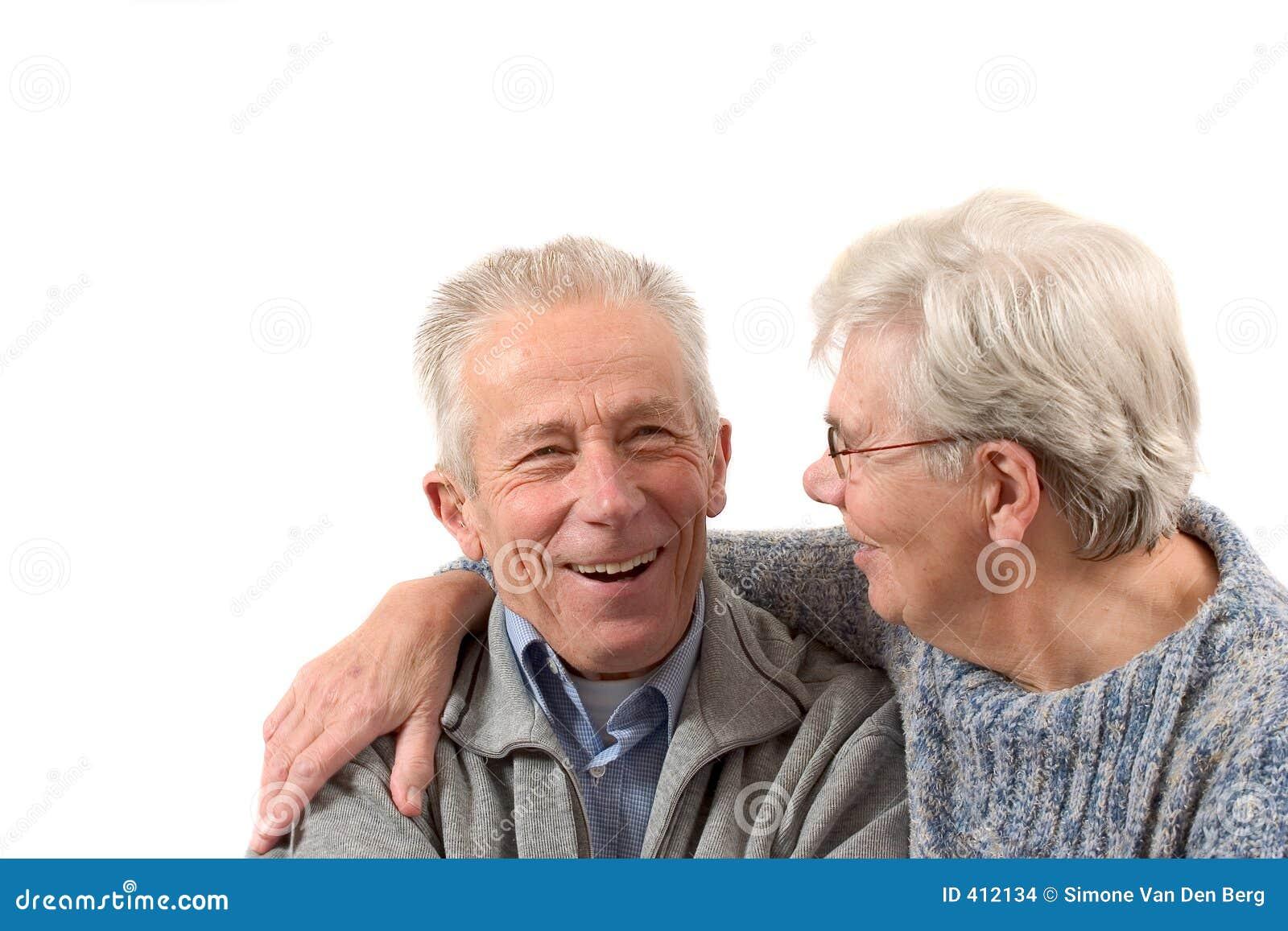 Ouder paar dat een lach heeft