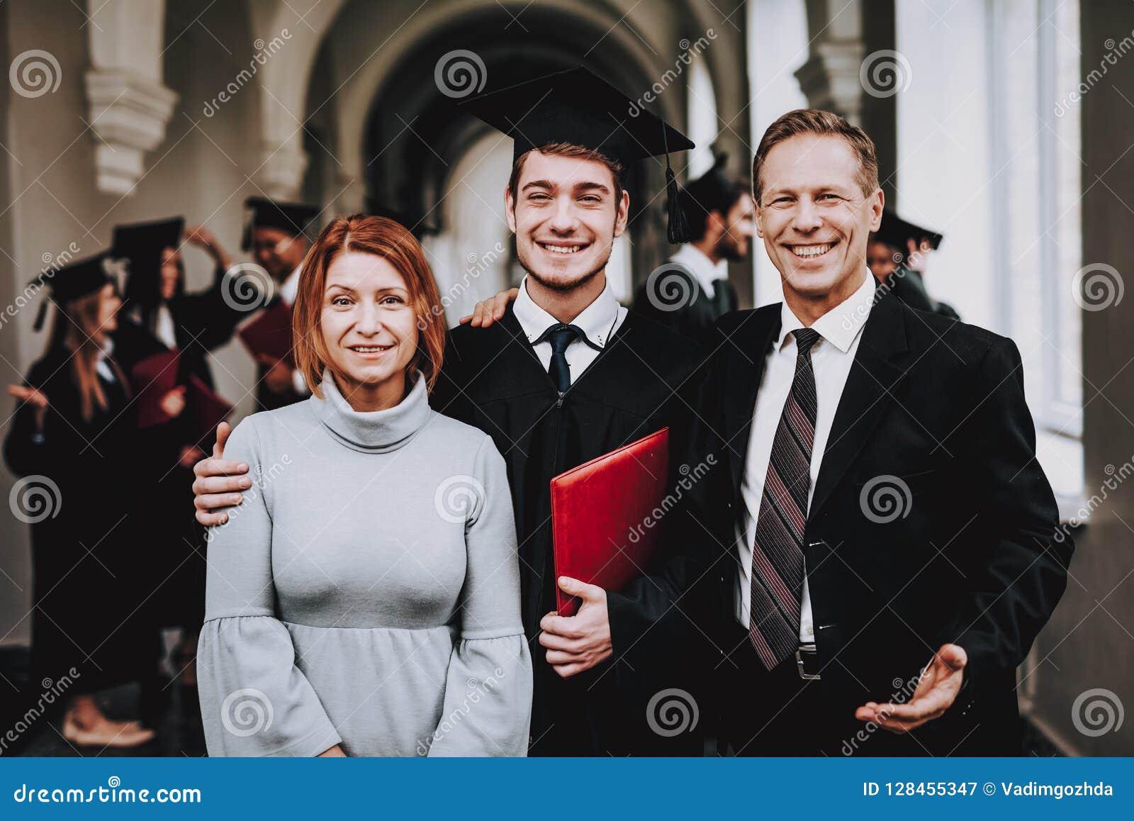 Ouders gediplomeerden gelukkig Goede stemming Heb pret