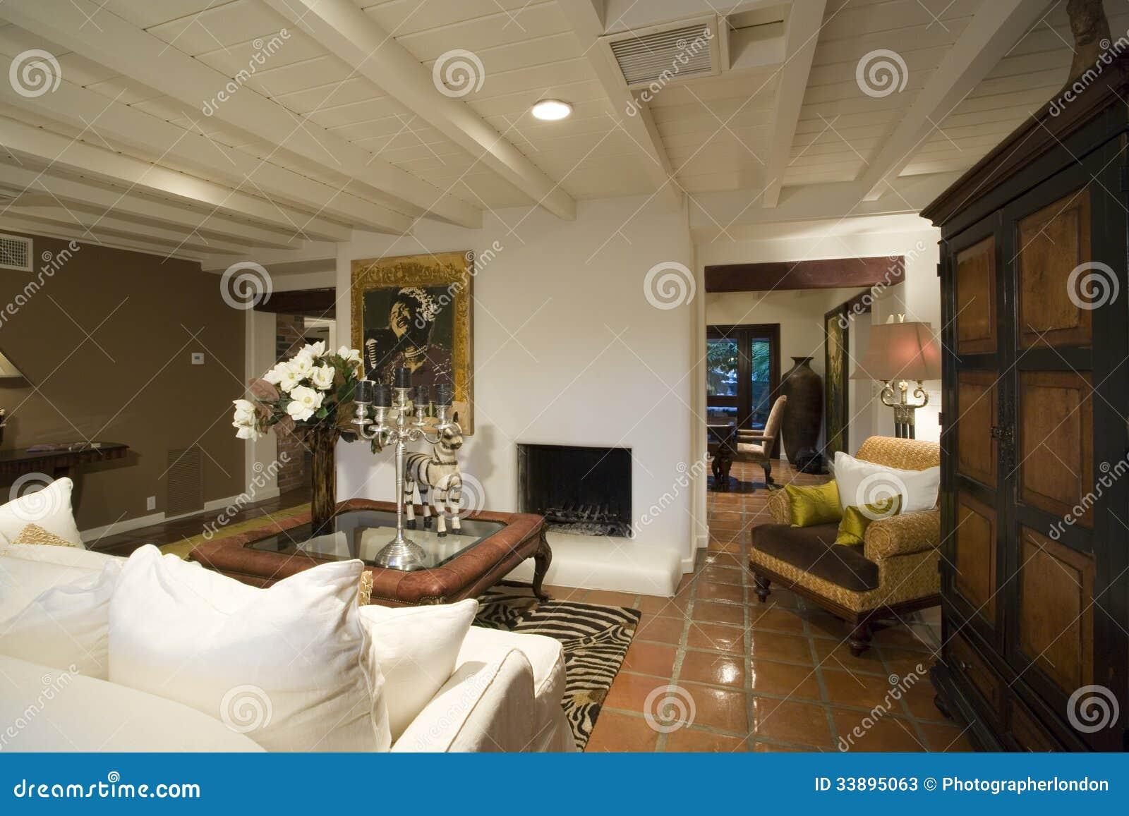Ouderwetse Woonkamer Binnenshuis Stock Afbeelding - Afbeelding ...