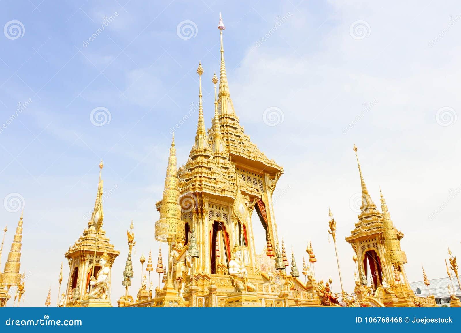 Ouro do crematório real da vista para o HM o rei atrasado Bhumibol Adulyadej o 4 de novembro