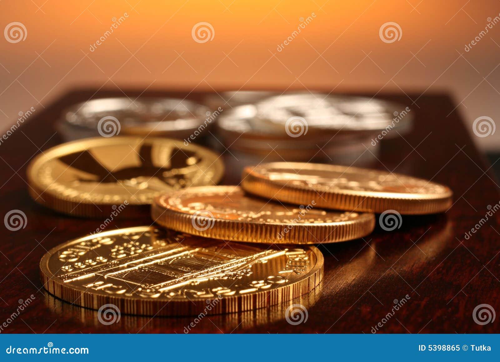 Ouro e moedas de prata