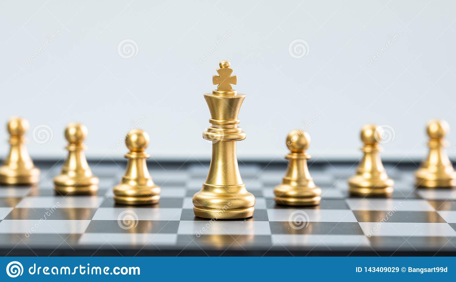 Ouro e xadrez de prata