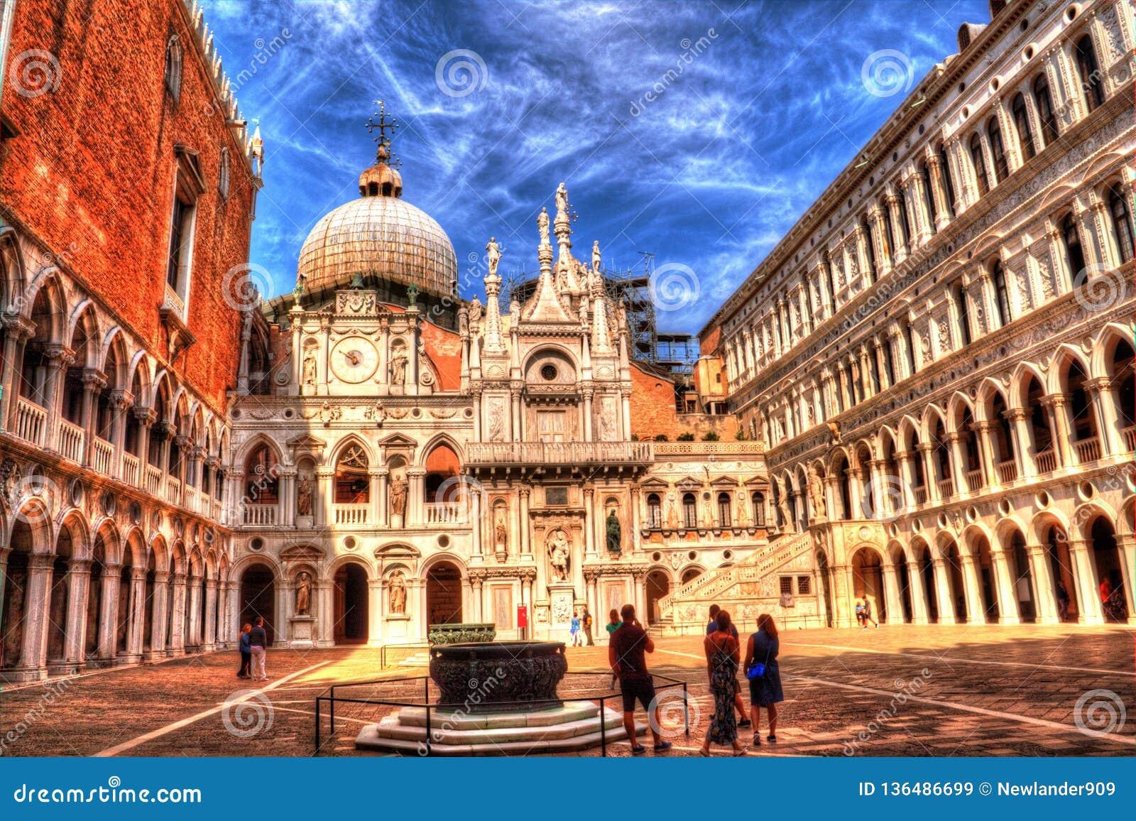 Ourtyard Palazzo Дукале ¡ Ð, Венеция, Италия