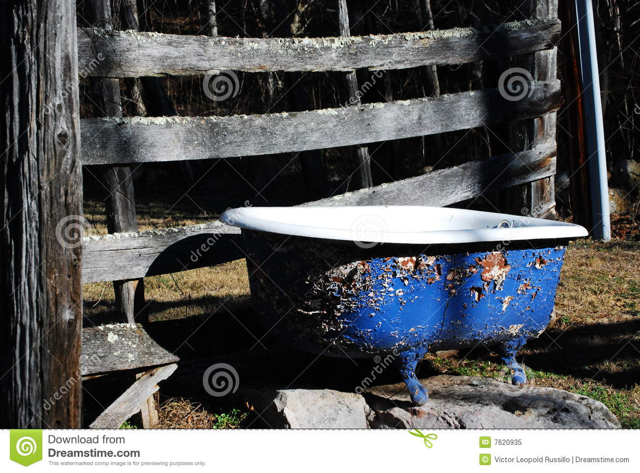 Outdoor bathtub royalty free stock photo image 7620935 - Vasche da bagno retro ...