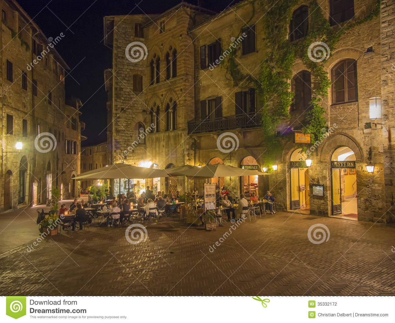 Outdoor Dining In Tuscany Editorial Photography - Image ...