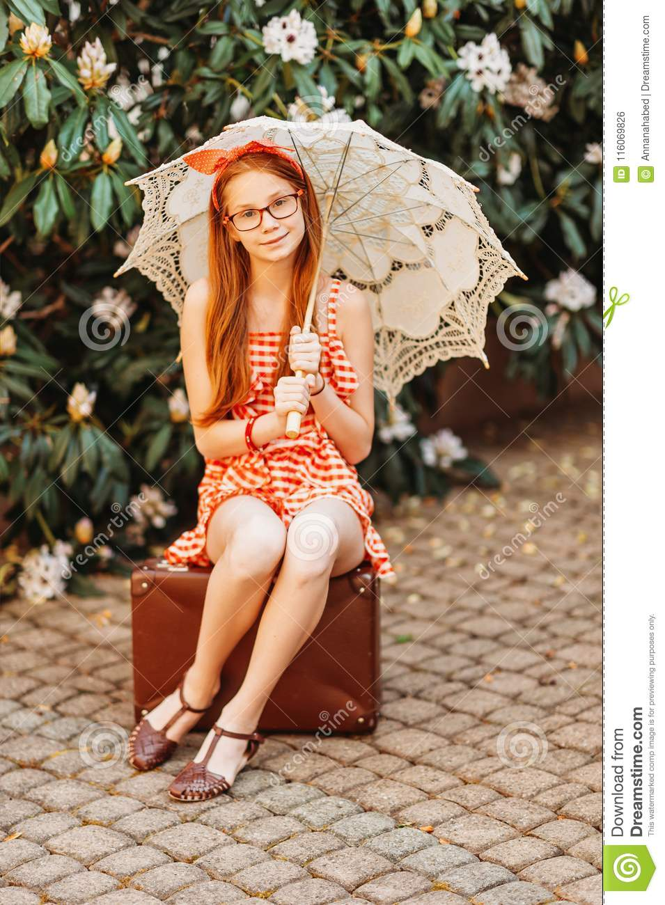 138 Outdoor Portrait Young Cute Girl Gymnast Photos - Free