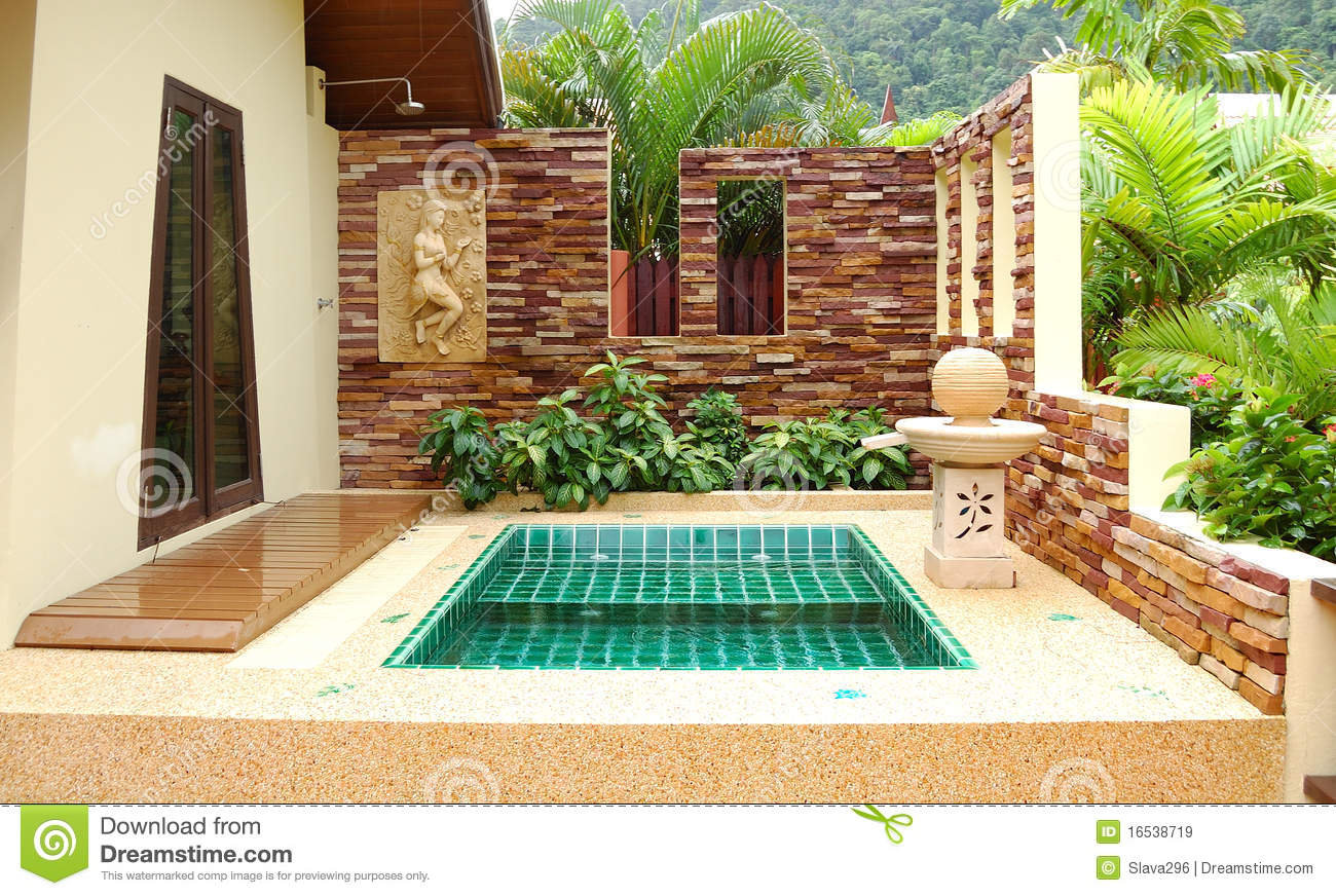Outdoor jacuzzi at the luxury villa koh chang th royalty for Jacuzzi enterre exterieur