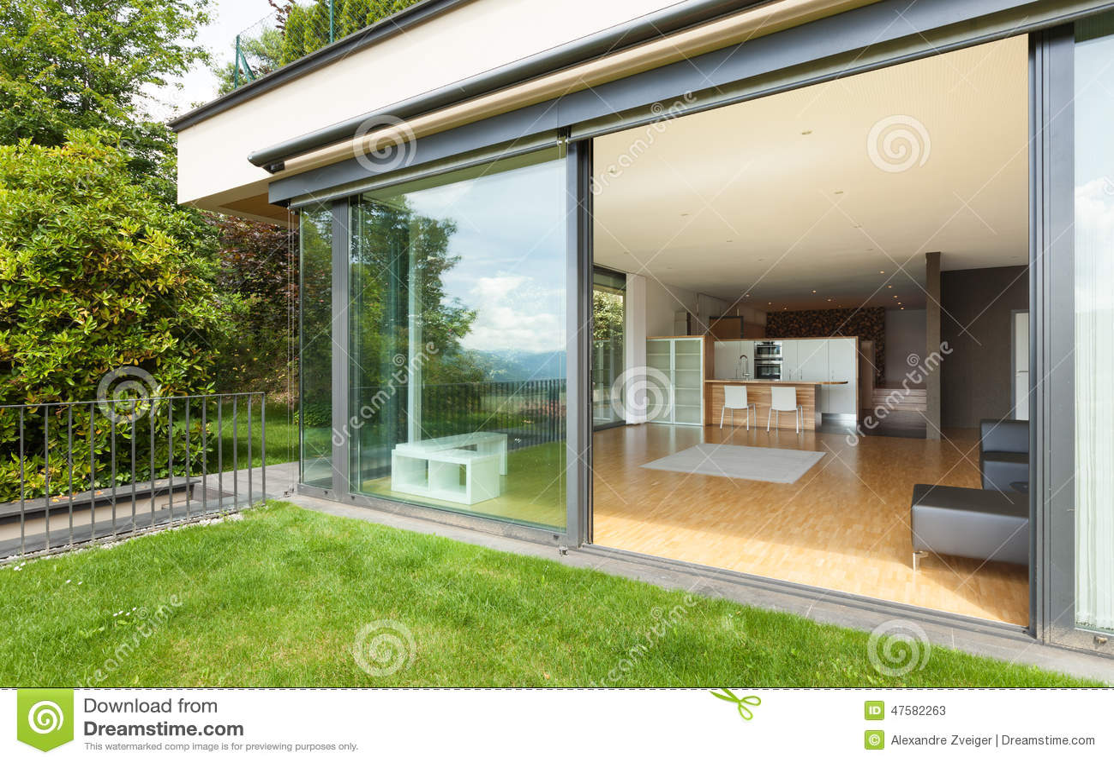 Outdoor of a modern house garden stock photo image - Porches de casas ...