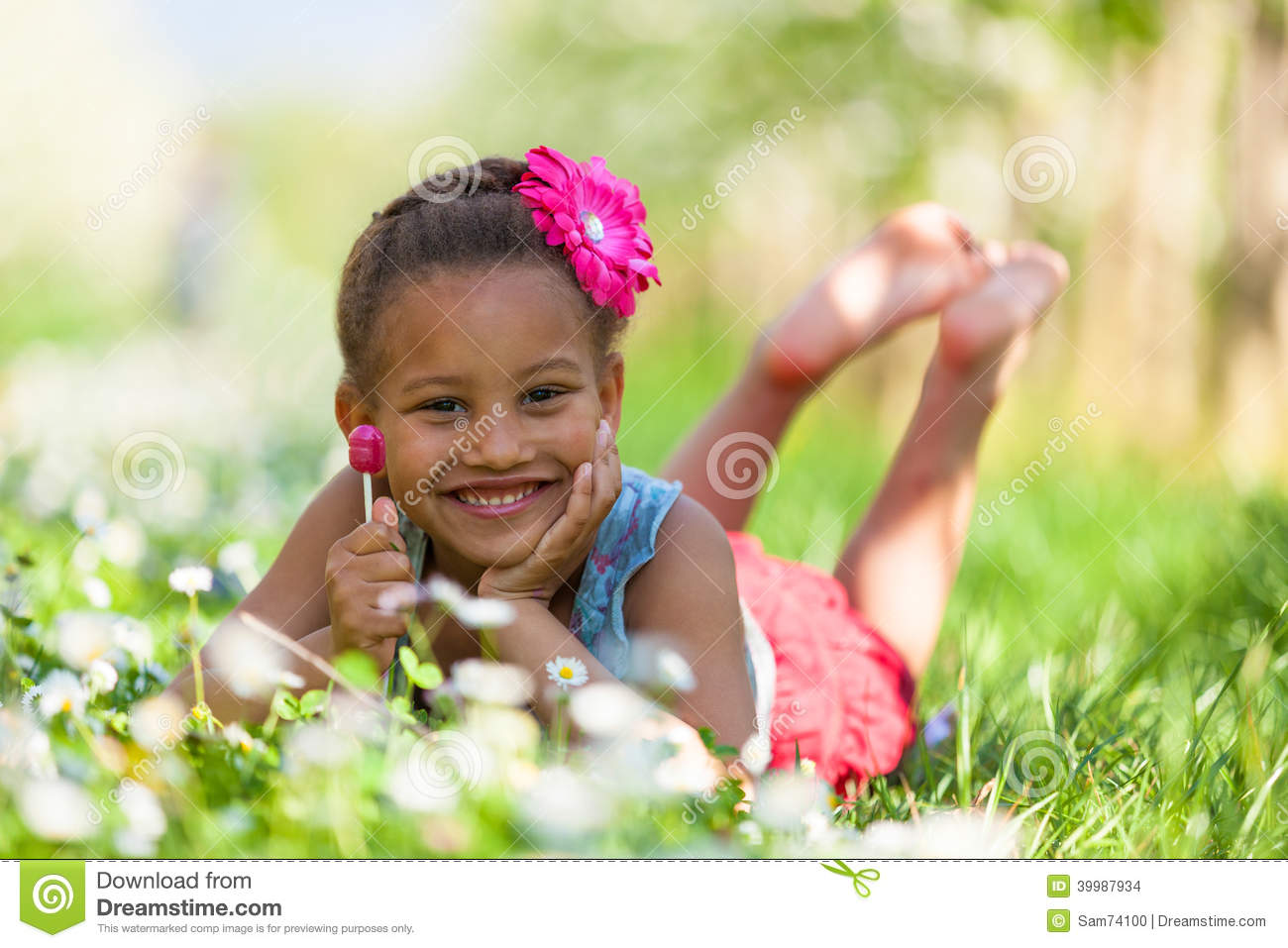 Outdoor portrait of a cute young black girl smiling - African pe