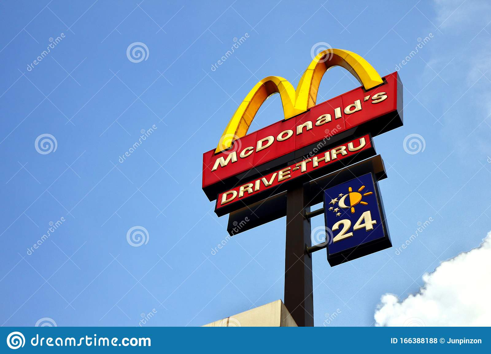 Outdoor Signage Of An Internationally Known Fast Food Restaurant And A Clear Blue Sky Editorial Stock Photo Image Of Daytime Golden 166388188