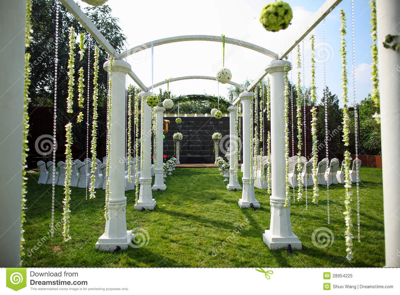 Outdoor Wedding Scene Royalty Free Stock Photo - Image: 28954225