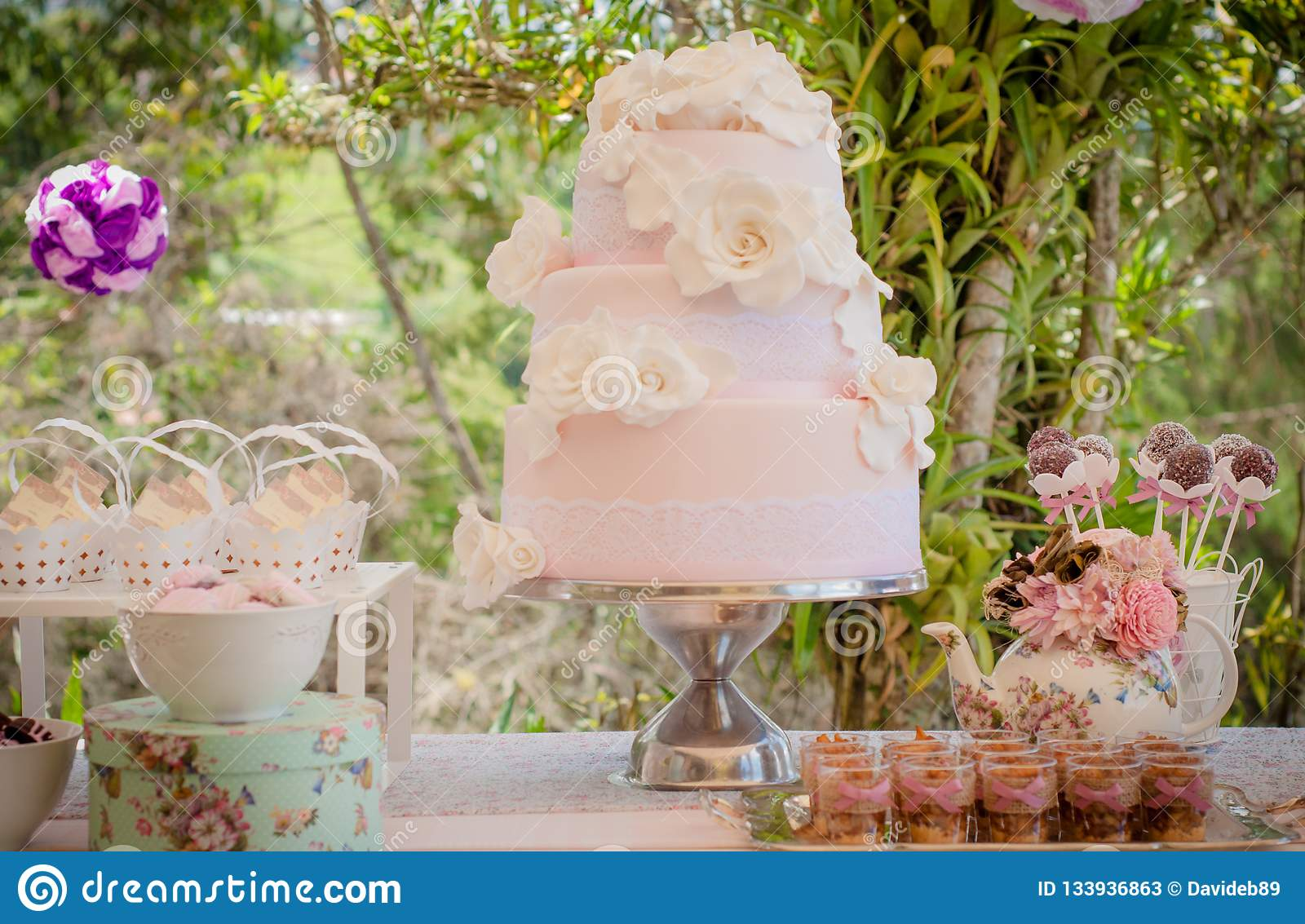 Shabby Chic Colors Style : Outdoors wedding cake and plumcakes with shabby chic style pink