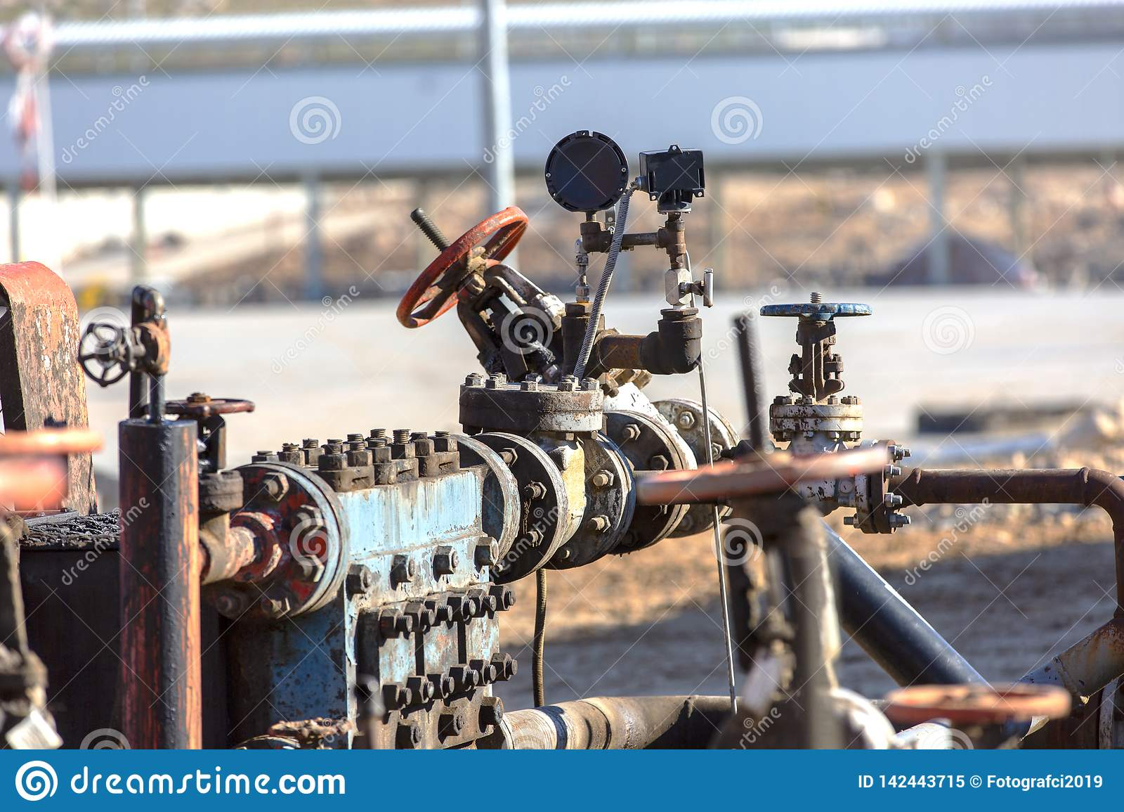 Different types of valves and indicators in the oil industry