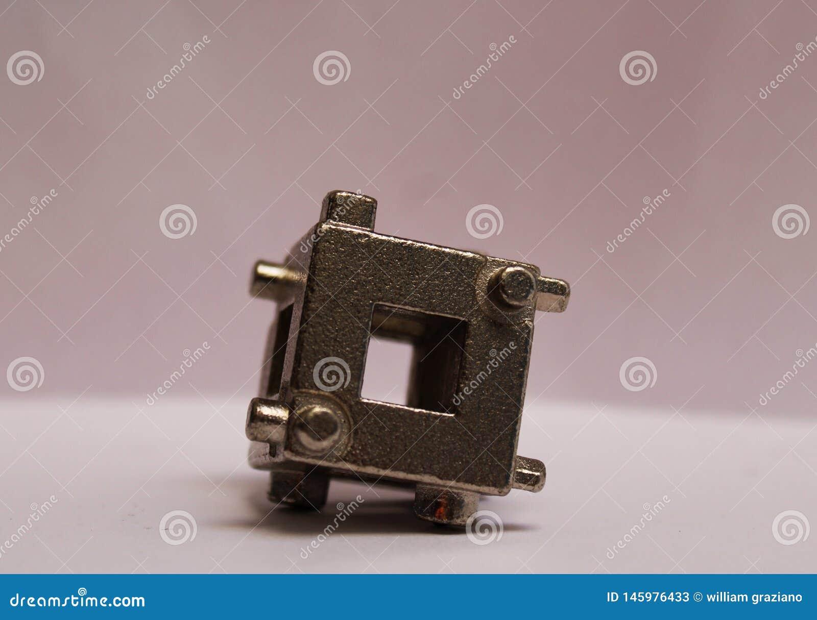 Outil de calibre utilisé pour réaliser les travaux de coupure