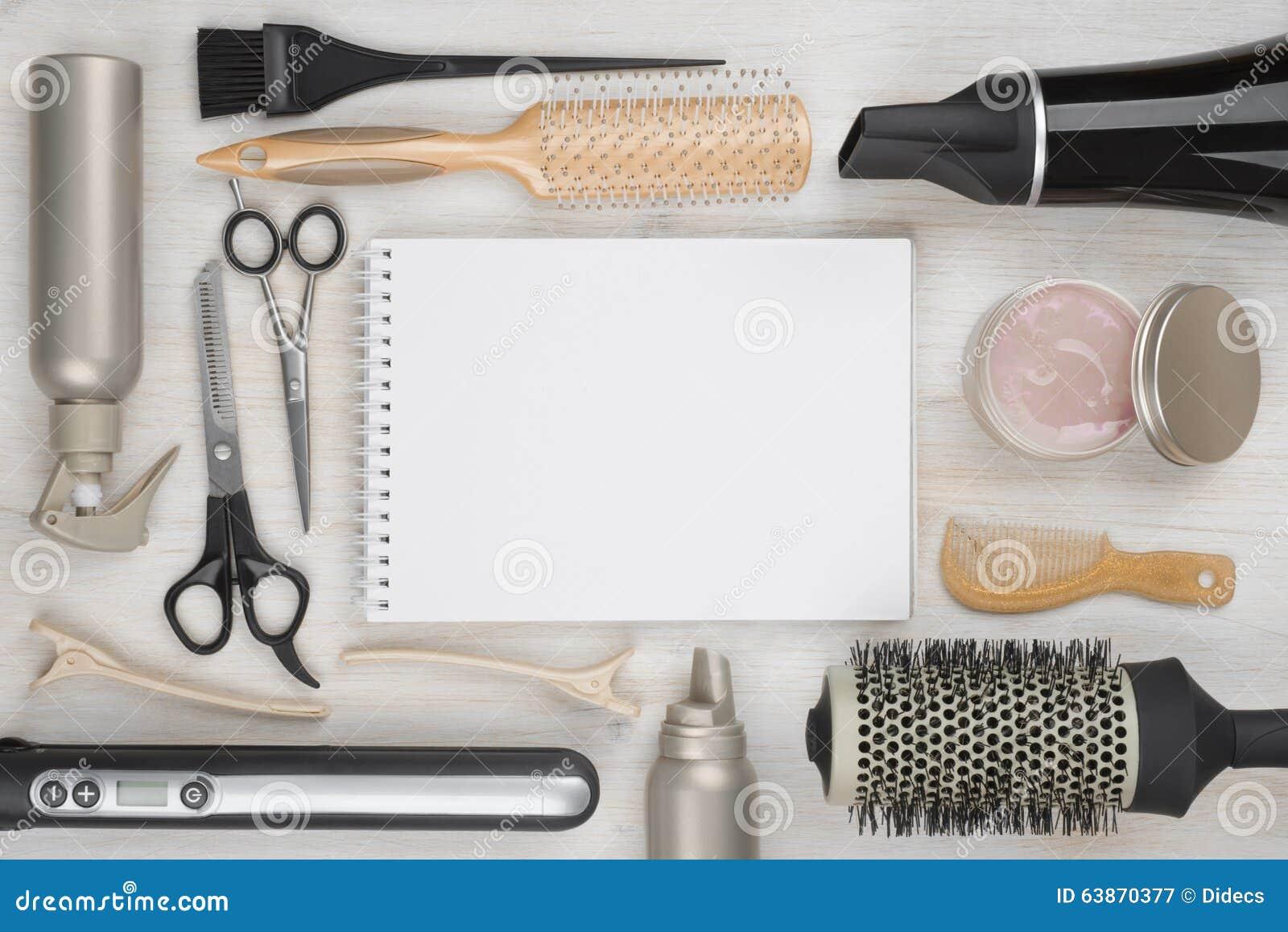 outils de coiffure sur le fond en bois avec la page blanche au centre image stock image du. Black Bedroom Furniture Sets. Home Design Ideas