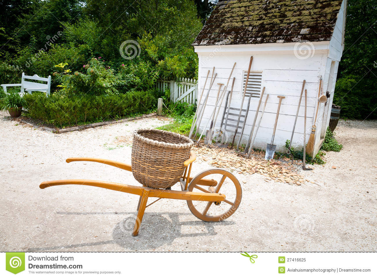 Outils De Jardinage Et Agricoles Traditionnels Photo libre de ...