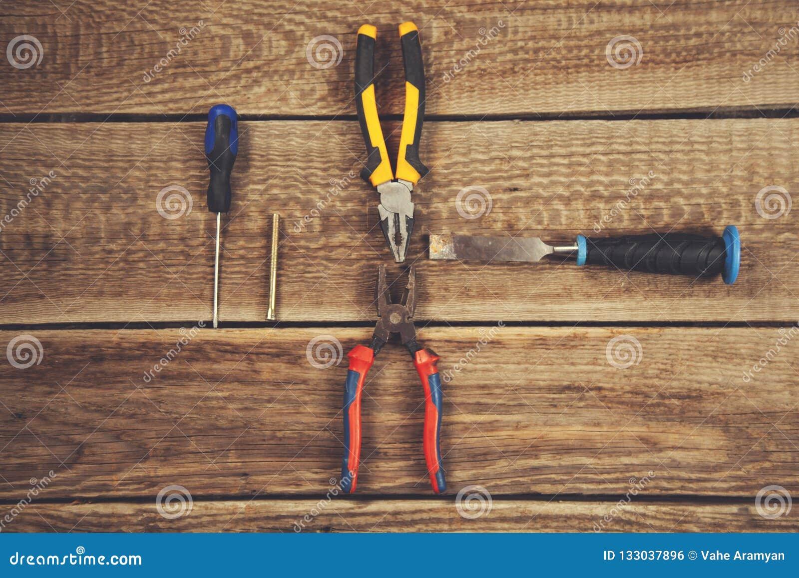 Outils de mécanicien sur la table