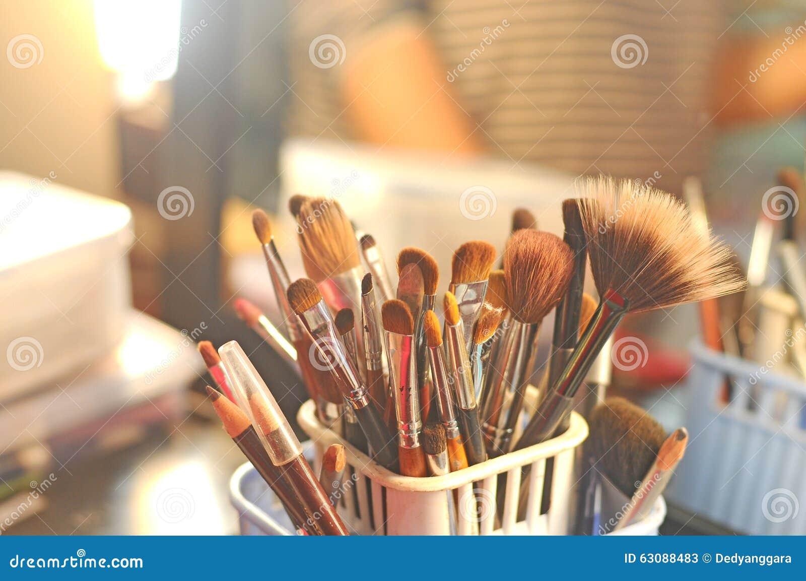 Download Outils De Maquillage Pour Des Femmes Image stock - Image du artiste, pour: 63088483