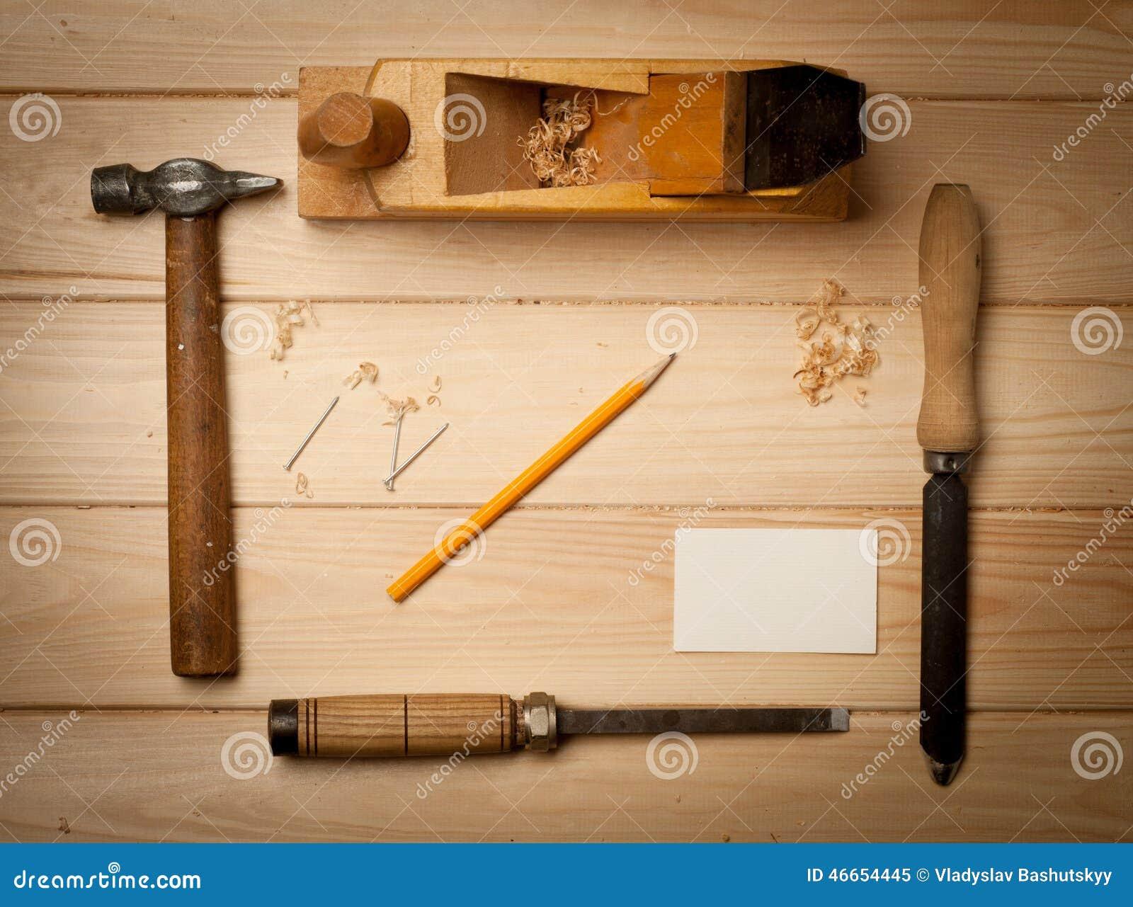 outils de menuiserie sur le fond en bois de table avec image stock image du acier tailleur. Black Bedroom Furniture Sets. Home Design Ideas