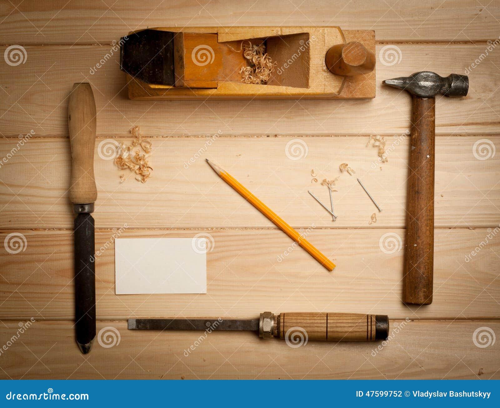 outils de menuiserie sur le fond en bois de table avec photo stock image du charpentier burin. Black Bedroom Furniture Sets. Home Design Ideas