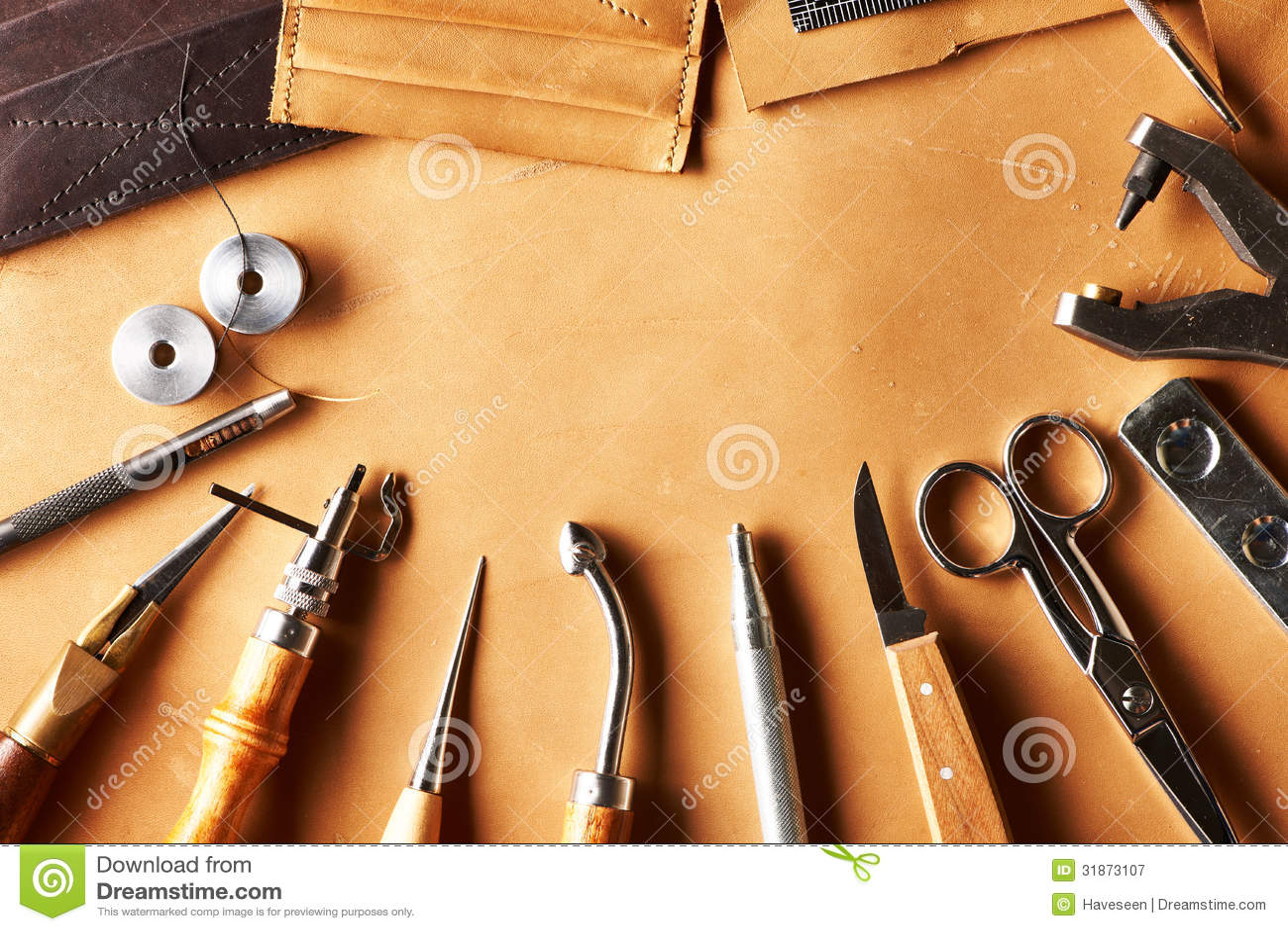 Outils de ouvrage en cuir