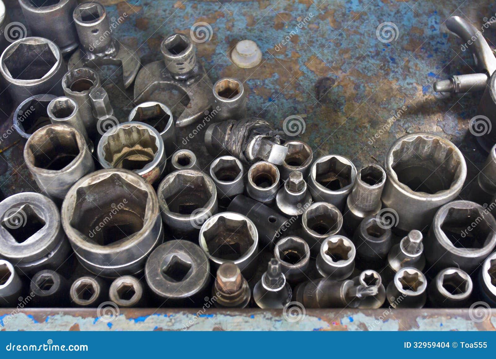 Outils de travail dans le garage de voiture images stock for Garage credit voiture