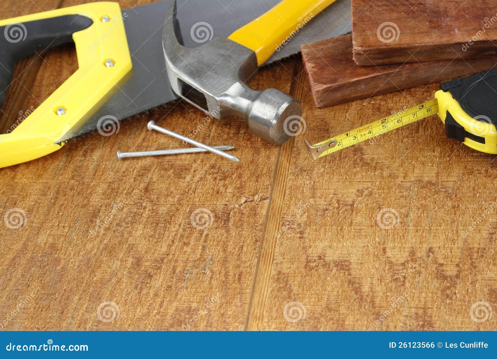 Outils de travail sur le bois