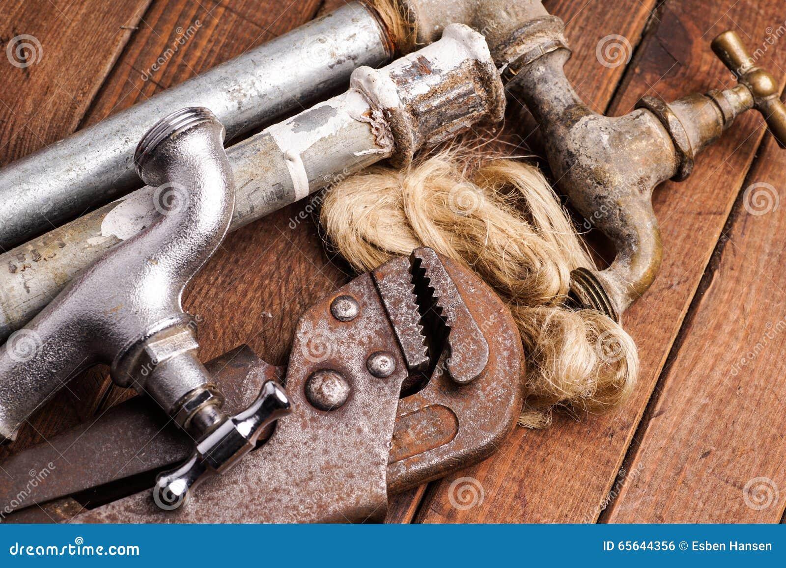 Outils de travail, tuyauterie, tuyaux et robinets