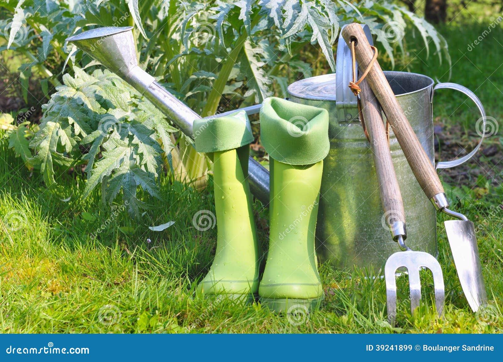 Outils et bottes pour le jardinage image stock image for Jardin et jardinage