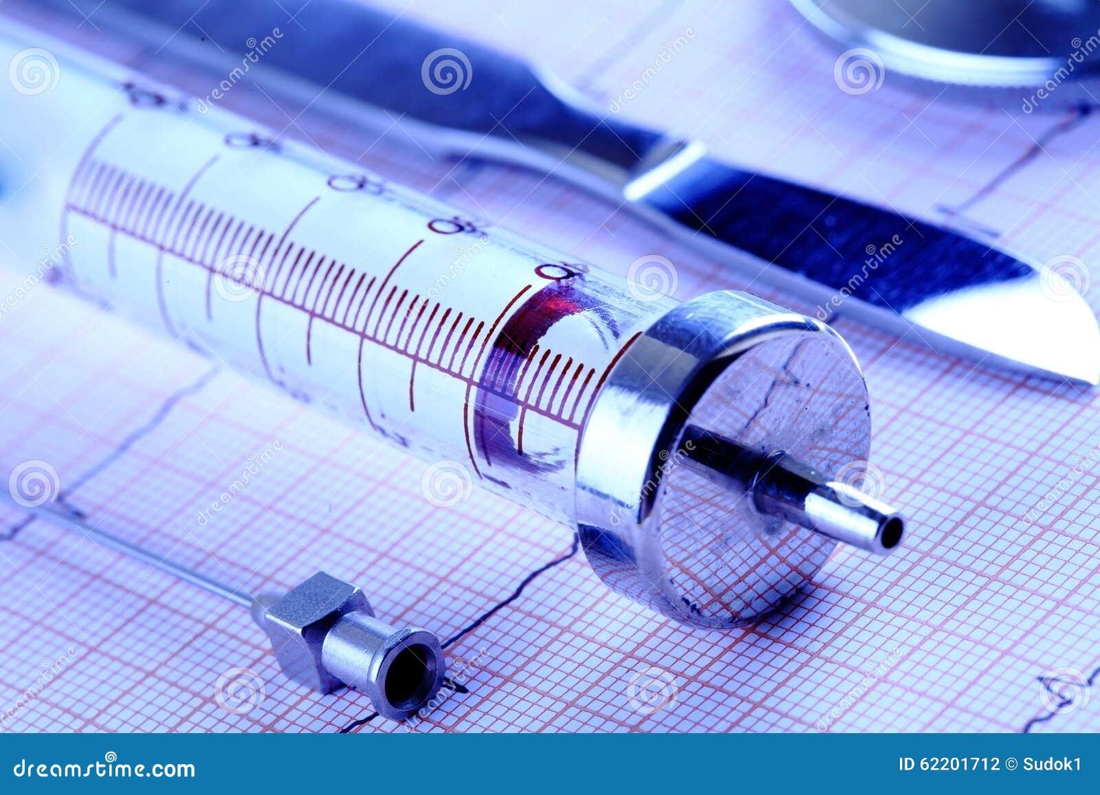 Outils médicaux dans la rangée