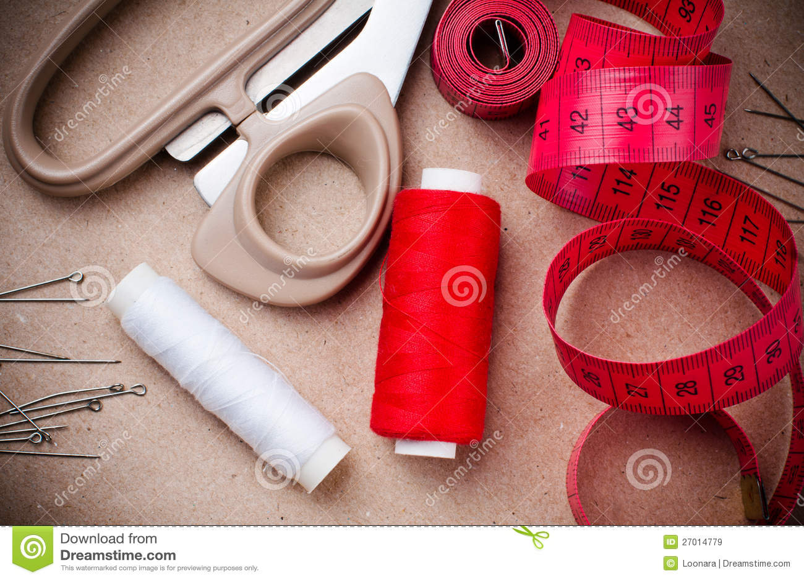 Outils pour coudre et fabriqu la main images libres de for Coudre a main