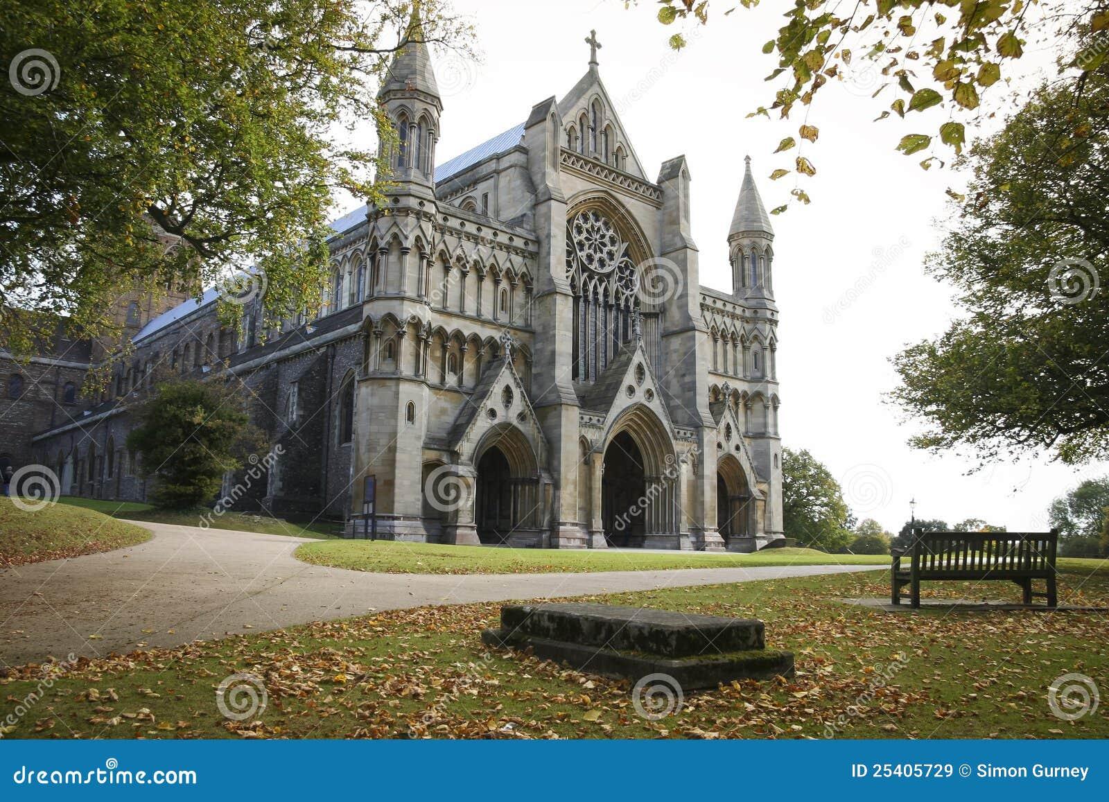 Outono de Inglaterra da catedral do St albans