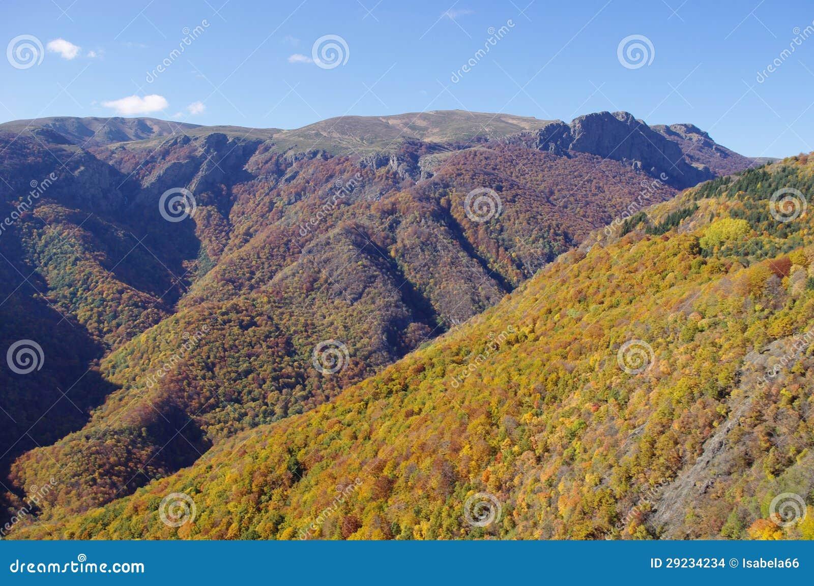 Download Outono Na Montanha, Bulgária Foto de Stock - Imagem de cumes, naturalizado: 29234234