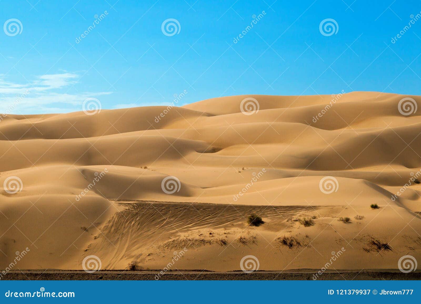 Outre des voies de véhicule routier sur Yuma Sand Dunes