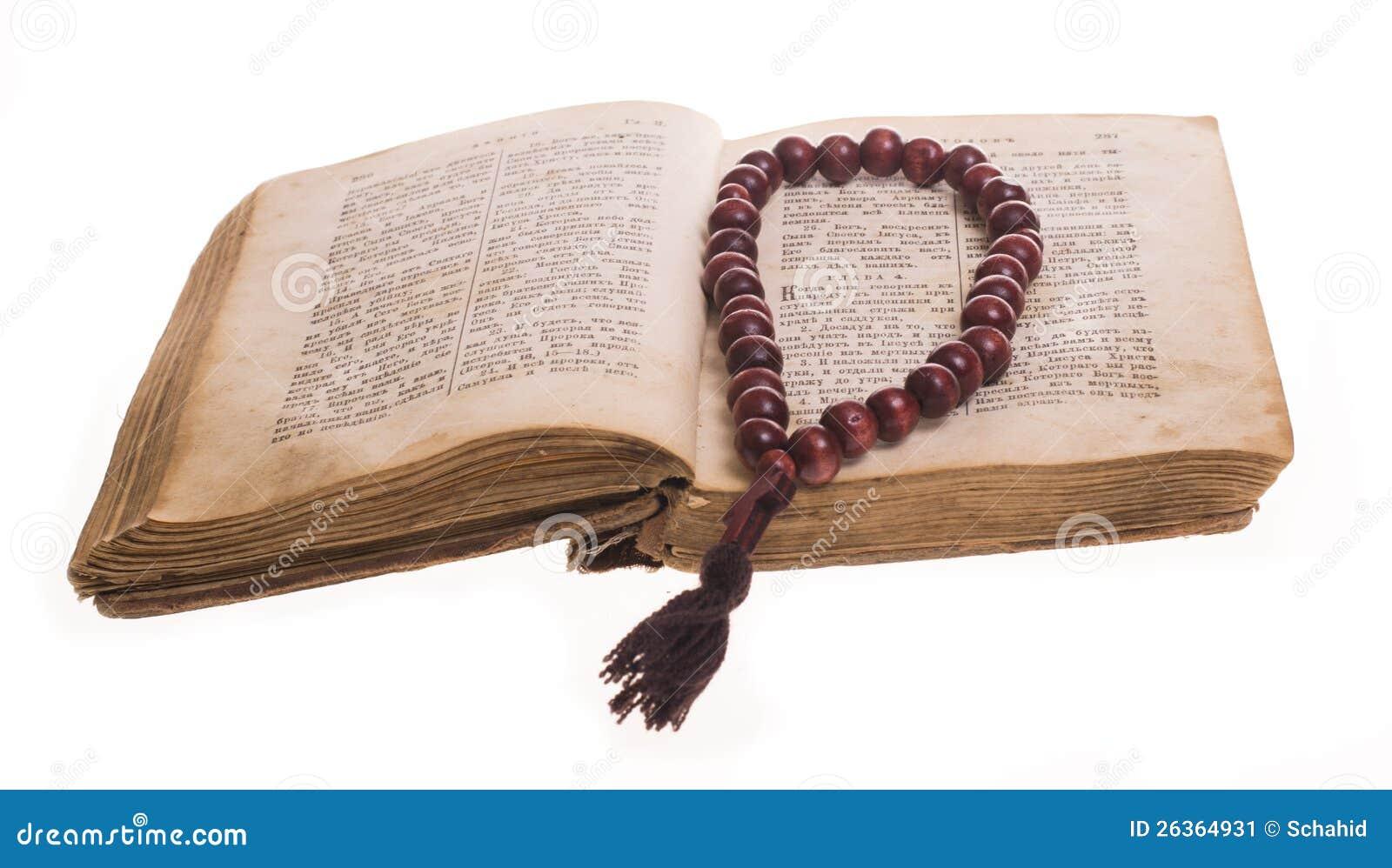 Ouvrez la bible et le rosaire