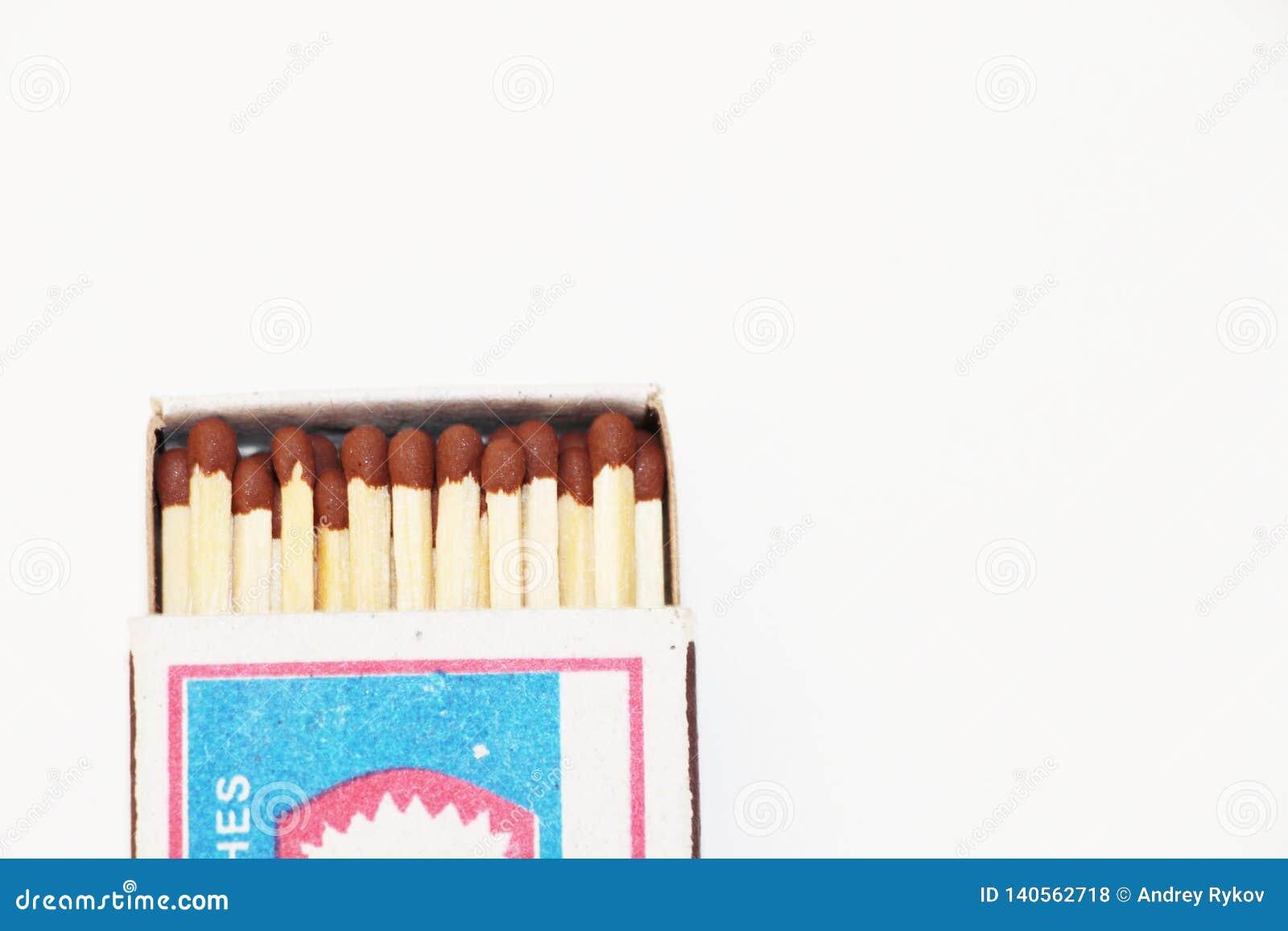 Ouvrez la boîte d allumettes sur le fond blanc