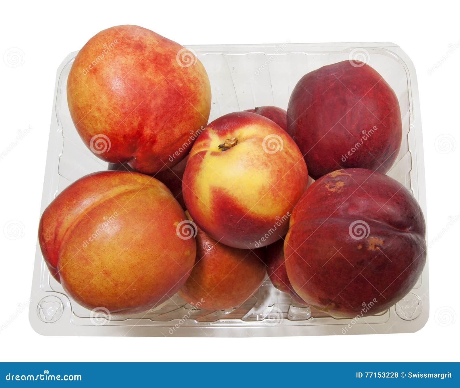 Ouvrez le panier avec les nectarines organiques fraîches