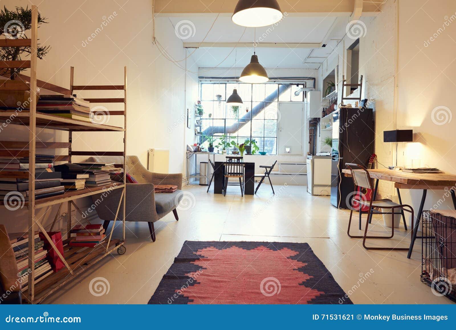 Ouvrez le salon de plan dans la conversion moderne d appartement