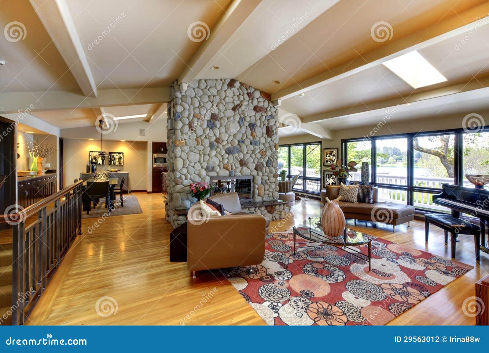 Ouvrez le salon intérieur à la maison de luxe moderne avec le mur ...