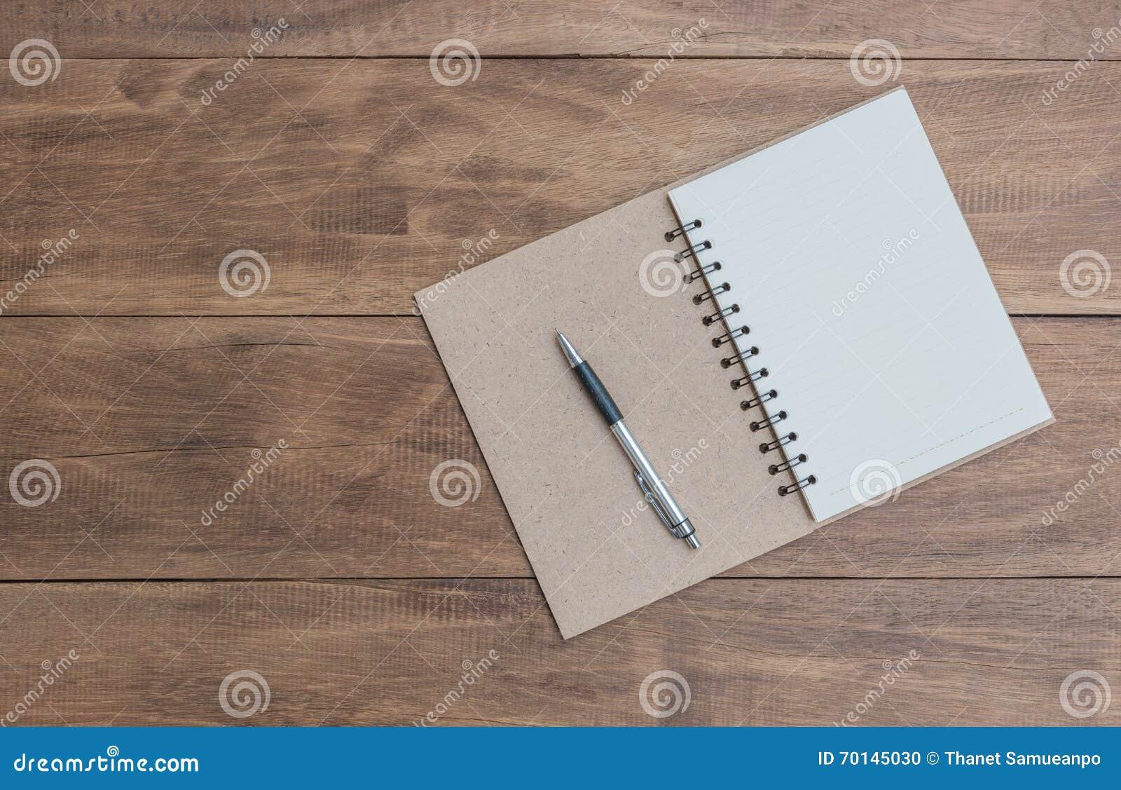 Ouvrez un carnet et un stylo vides