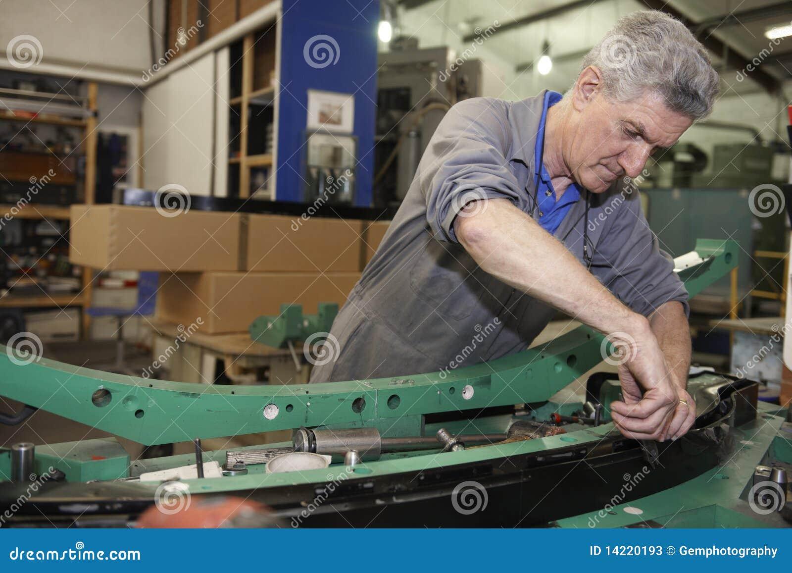 ouvrier d u0026 39  u00e9tage d u0026 39 usine image stock  image du
